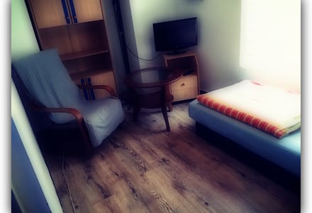 Cheap Rooms 8m2  near the airport - Poznań - Townhouse