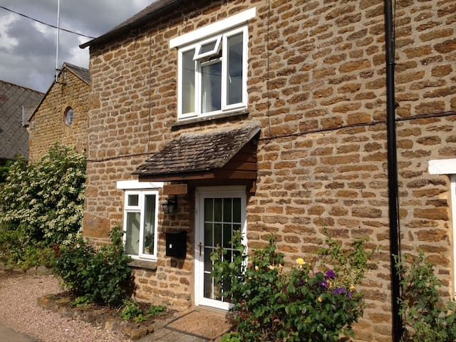 Bellfield Cottage, Chacombe - Banbury