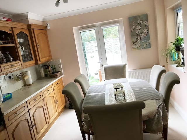 Warm Home near Wembley & Tourism Places in 15 min