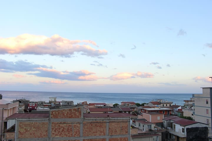 Huge terrace overlooking the sea - 5° floor - Bovalino - Apartamento