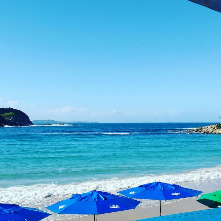Flat em Cabo Frio RJ, Pe da Praia do Pero.