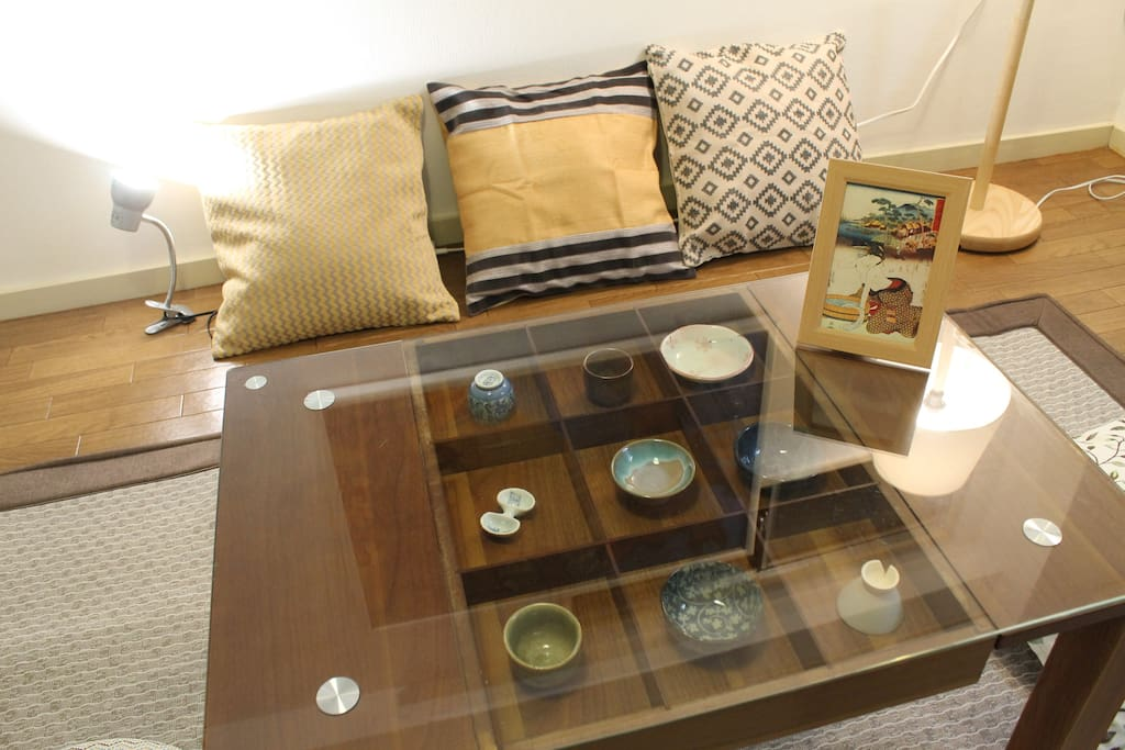 Nice living area table with Japanese deco