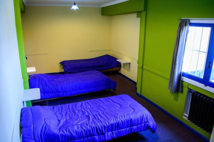 cama en hab cuadruple compartida con baño privado