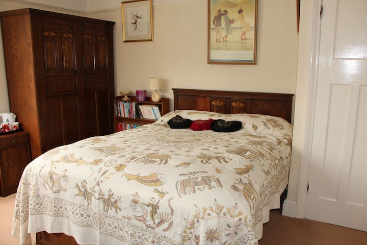 Hill View Double Bedroom with TV in Malvern