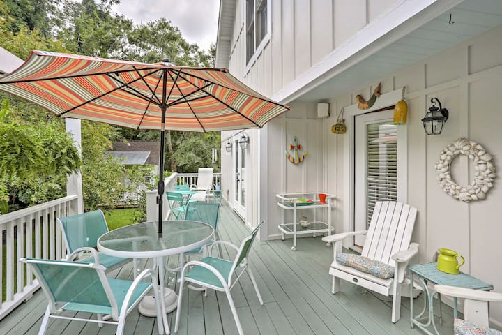 Bright St. Simons Island House - Walk to Beach!