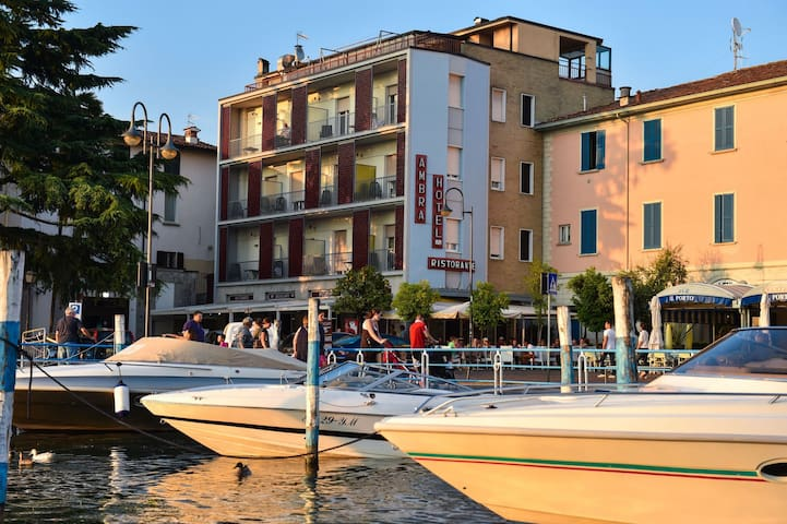 Double Room in a very central hotel in Iseo