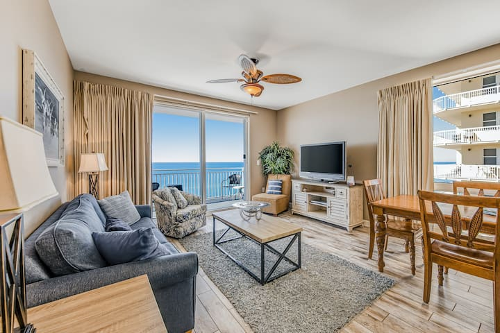 Oceanfront 10-Floor Condo w/Private W/D, Shared Hot Tub, Pools, High-Speed WiFi