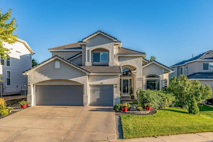Beautiful Home Backing to Plum Creek Golf Course