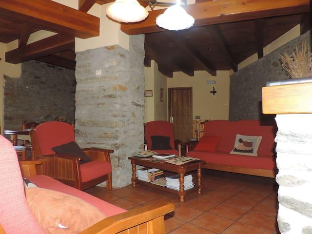 Casa Rural Cal Maró.Castellbò.Lleida.Pirineo . - Lleida - Hus