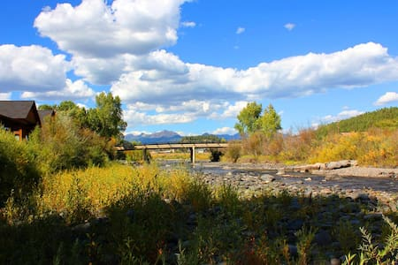 Downtown Pagosa Riverside Townhouse on the Park