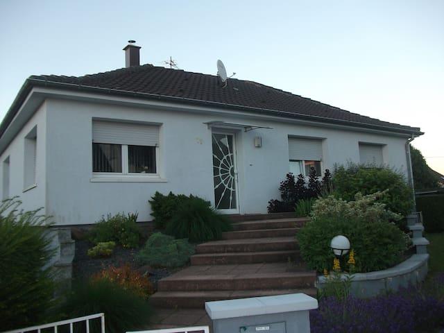 belle maison avec grande terasse - Schiltigheim - Huis