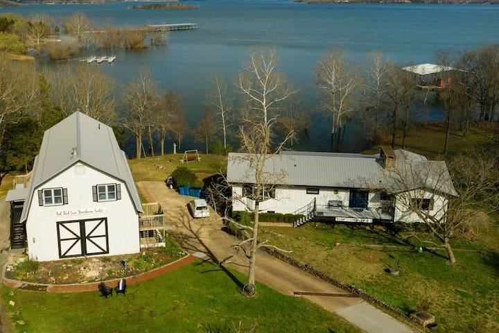 12 Bedroom Lakefront House with Boat Dock! RedBud Cove