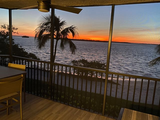 Newly Renovated Furnished Waterfront Condo | Sanibel Harbour Resort