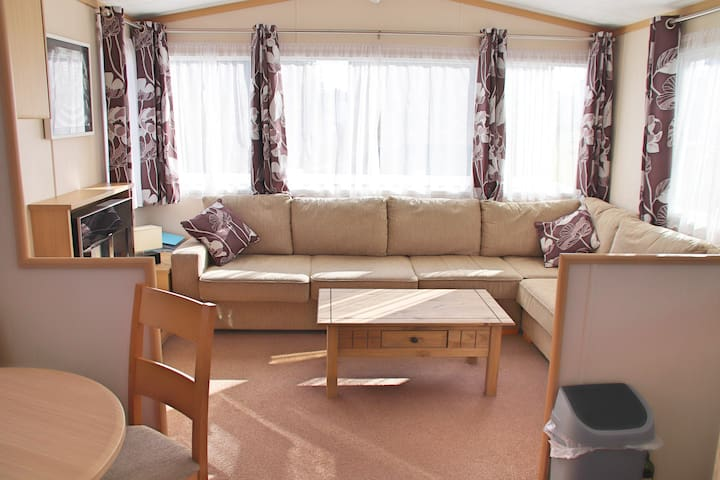 Family and dog friendly holiday home on 5* site.