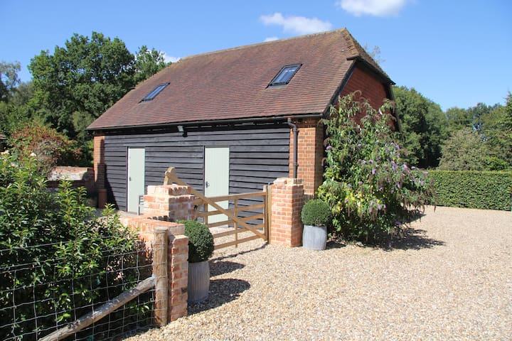 Ideally situated quiet annex close to Newbury