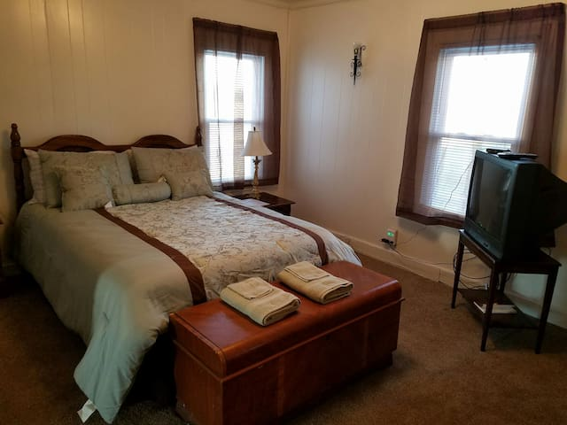 NEAR University of Mt Olive BED Master Suite - Mount Olive - House