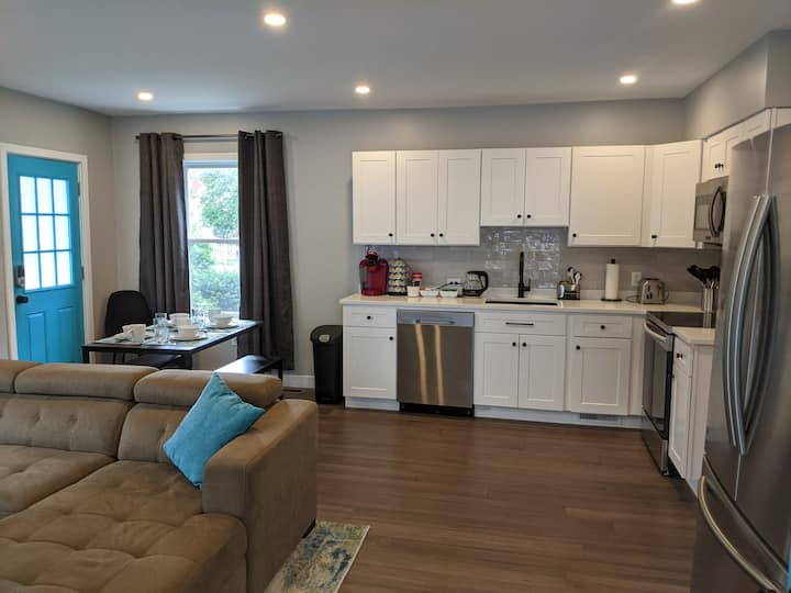 Modern Salem: Whole 2 Bed 2 Bath Unit