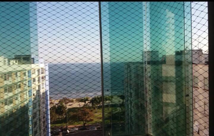 Santos - Sala Living em frente à praia do canal 4