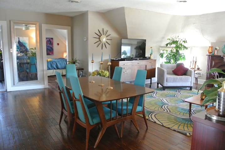 Cozy Midcentury 2bd in Midtown KC - Kansas City - Apartmen