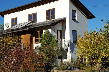 Nettes Privatzimmer in naturnahem Haus am Ortsrand - Insul - 一軒家