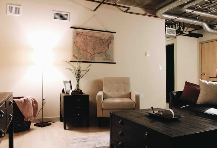 Spacious Downtown 1BR Apt. in Five Points/Ballpark