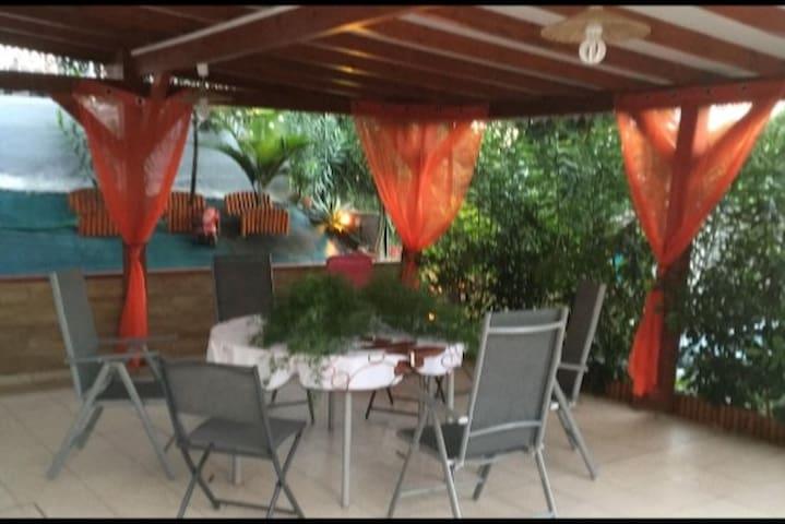 Location saisonnière à sainte-rose bas de villa