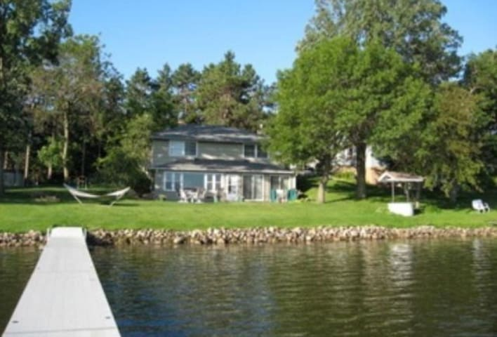 Relaxing 3 BR Lake Front Cabin 1 Hour from MSP