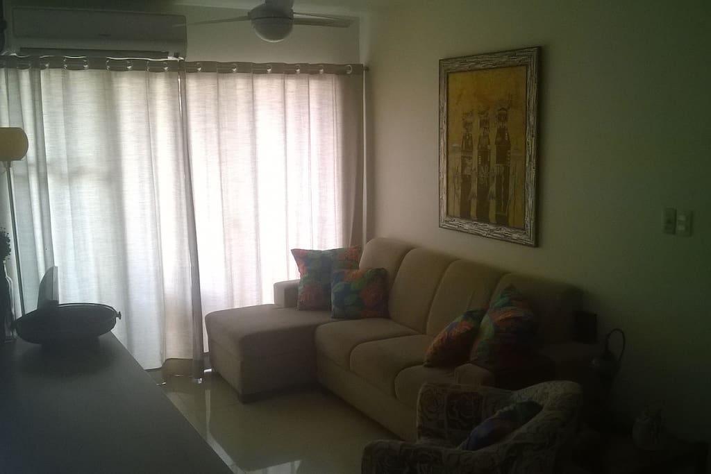Sala de estar/tv e acesso a varanda