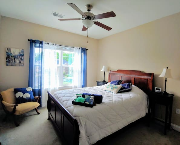 Luxury apartment close to Charlotte & Carowinds