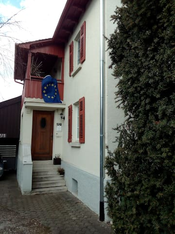 good located Guestroom in a House in Freiberg :) - Freiberg am Neckar - บ้าน