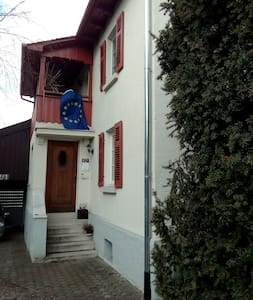 good located Guestroom in a House in Freiberg :) - Freiberg am Neckar - Rumah