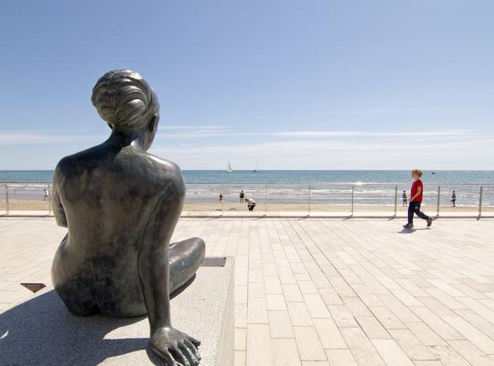 Apartamento Maragall a 50 metros de la playa con vista lateral del mar- Pet Friendly by GLOBALSITGES