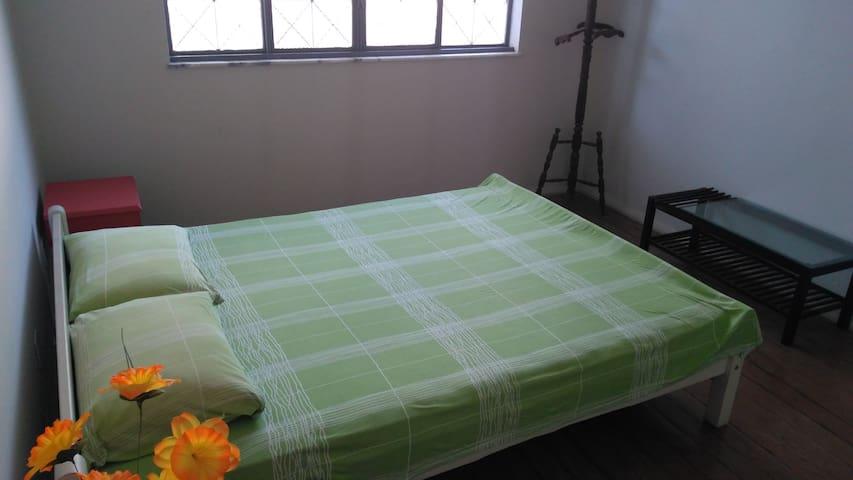 """Vassouras Guest House - Suíte 01 """"Gratidão"""""""