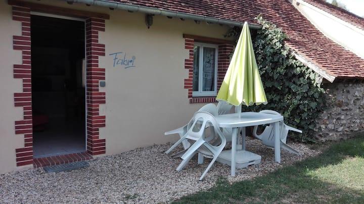 Coullons: logement très calme, dans petit hameau.