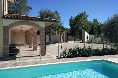 Villa Paradiso: panorama d incanto - Cossignano, Marche, IT - Huvila