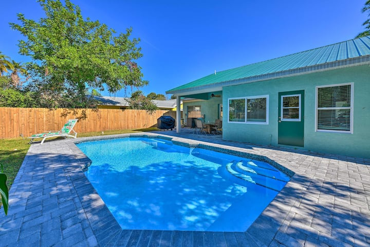 Pet-Friendly Coastal Bradenton Retreat w/ Fire Pit