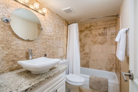 Gorgeous condo in Old Town Scottsdale! 5 stars!