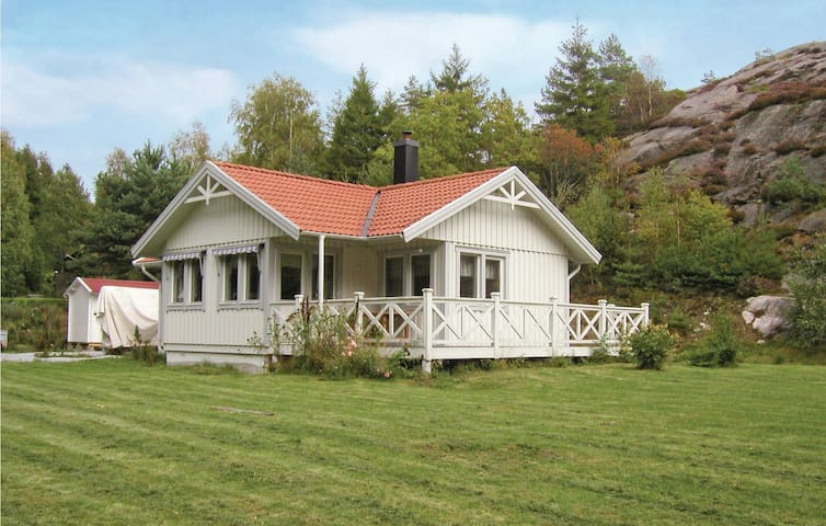 Holiday cottage with 4 bedrooms on 82m² in Hjälteby