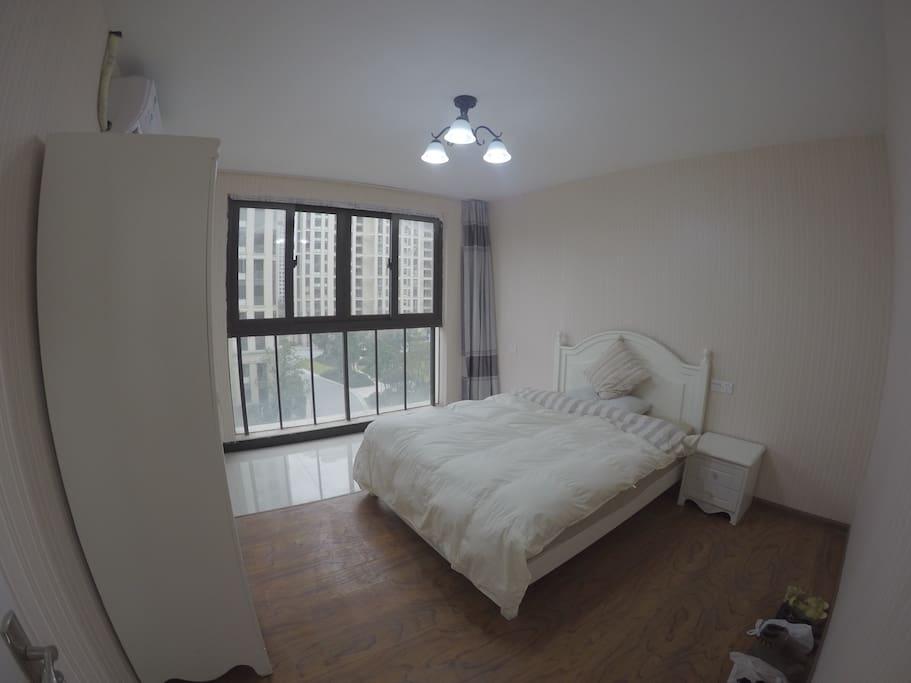 房客卧室,宽敞明亮