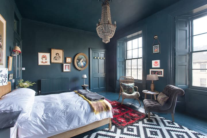 Dreamy New Town (en-suite) Room with a Super King