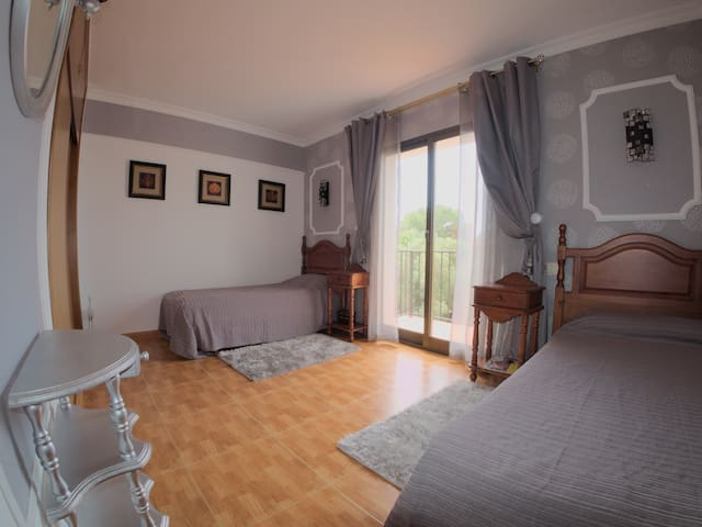 1;st Twins-bedroom with a balcony