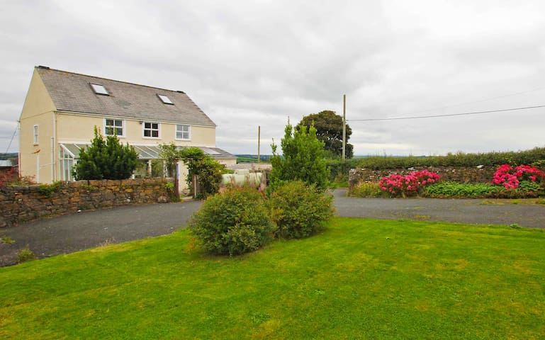 Large house close to all amenities, scenic setting - Pembrokeshire - 一軒家