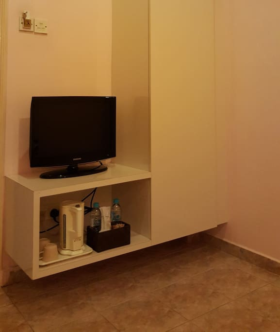 Attached wardrobe, color TV, cups, kettle, toiletries, free beverages and mineral water provided for free.