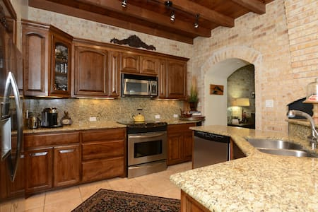 Hill Country Charm on Golf, Quiet & Relaxing - Kerrville - Haus