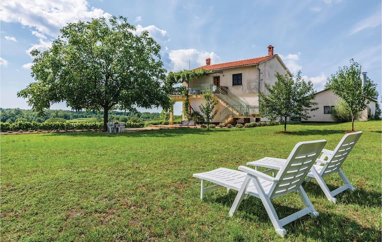 Holiday apartment with 2 bedrooms on 113 m² in Vranici
