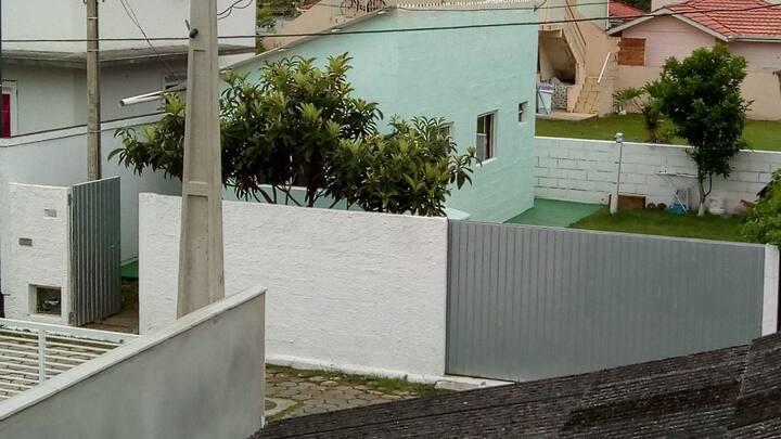 Casa na Fortaleza da Barra da lagoa 50m da água!