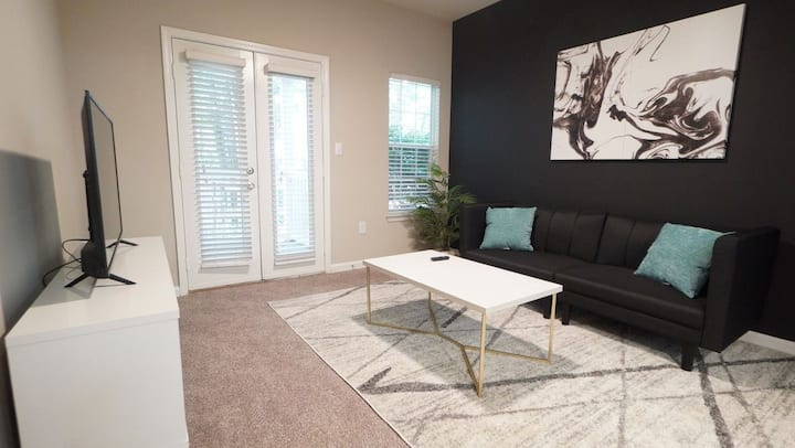 Cozy apt mins away from Sun Trust Park/Battery ATL