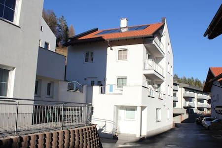 Modernes Apartment in Fiss nahe der Skibushaltestelle
