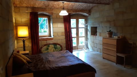 Cozy Sandstone room with private bathroom