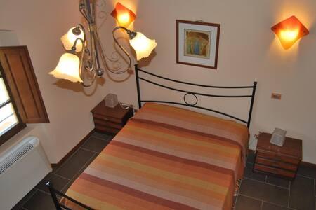 Camera Arancione Agriturismo TirNaNog - Terranuova Bracciolini